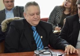 Şef până la moarte: Directorul Clubului Sportiv Crişul, pensionat, nu se dă dus din funcție