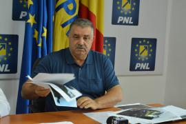 """PNL Bihor acuză Consiliul Județean: Prin """"marea asfaltare"""", aruncă banii pe drumuri în stare bună, dar nu le repară pe cele """"catastrofale"""" (FOTO)"""