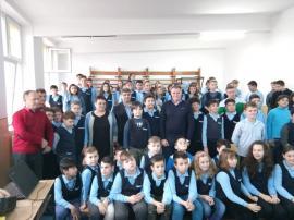"""Cel mai longeviv poloist român, Fejer Ivan, în mijlocul elevilor Școlii Gimnaziale """"Dimitrie Cantemir"""" (FOTO)"""