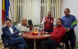 """Extrem de tensionaţi înainte de exit-poll, PSD-iştii bihoreni au răsuflat uşuraţi la aflarea rezultatelor. Mang: """"Mă aşteptam la un scor mai bun"""" (FOTO / VIDEO)"""