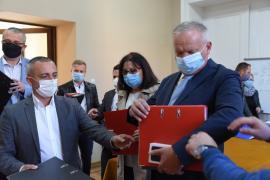 Prima apariţie a şefului PSD Bihor, Ioan Mang, după dezastrul de la locale: A fost cu colegii să-şi depună candidaturile, dar a plecat singur şi fără explicaţii pentru bihoreni (FOTO / VIDEO)