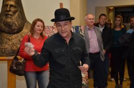 Jos pălăria! Actorul Sebi Lupu a doborât orice record în colecta de fonduri pentru construirea de toalete la şcolile din sate (FOTO)