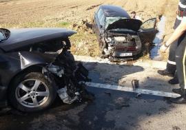 Accident pe DN 76, la intrarea în Beiuş. Neatenţia unei şoferiţe a distrus două maşini (FOTO / VIDEO)