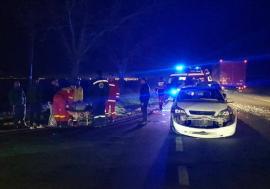 Accident pe DN 79, la ieşirea din Livada: Trei persoane rănite şi trei maşini lovite, după ce un SUV a ţâşnit pe şosea şi s-a făcut nevăzut (FOTO / VIDEO)
