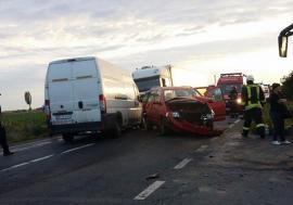Poliţia Bihor: accidentul cu 11 victime de pe DN 79, provocat de şoferul autoutilitarei