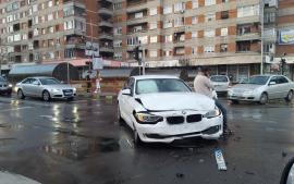 Intersecţia groazei. Încă un accident pe Magheru, colţ cu Parcul Traian: BMW vs. Peugeot (FOTO)