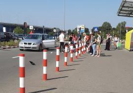 Accident în parcarea Jumbo: O fetiţă de 12 ani a ajuns la spital în stare de inconştienţă după ce a fost lovită de un BMW