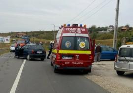 Drumul naţional, blocat între Marghita şi Petreu: Două maşini s-au izbit, şoferii au ajuns la spital