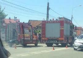 Accident cu trei maşini pe strada Matei Corvin din Oradea: Două persoane au ajuns la spital