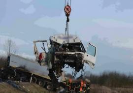 Imagini devastatoare de la accidentul cu două TIR-uri din Ungaria. Unul dintre şoferi e din Bihor! (FOTO / VIDEO)