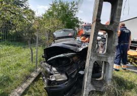 Șoferul care a intrat cu maşina în stâlp la Topa de Criş a murit la spital