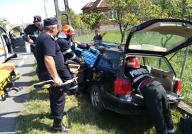 Un şofer a intrat  cu mașina în stâlp la Topa de Criş. Bărbatul este în comă!
