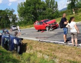 Trafic îngreunat spre Cluj. O persoană a fost rănită în urma coliziunii dintre trei autoturisme (FOTO)