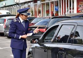 Lăsaţi telefonul! Şoferii din Oradea, avertizaţi de poliţişti că vor primi amenzi usturătoare dacă folosesc mobilele în timp ce conduc (FOTO / VIDEO)
