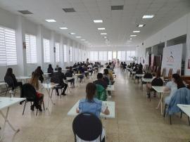 Admitere în pandemie: 2.000 de candidaţi la FMF Oradea dau examenele inclusiv în săli de nunţi şi de sport, pentru a putea sta la distanţă (FOTO)