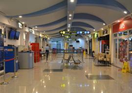 Pliante, măşti şi mănuşi. Ce măsuri s-au luat la Aeroportul din Oradea sub ameninţarea coronavirusului