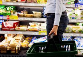 Ne iau de proşti! S-a dovedit: produse similare au calitate mai proastă în România decât în statele din vestul Europei
