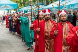 Otomanii vor 'invada' Piaţa Unirii: Turcii de la Anatolian Food Festival au pregătit o paradă pentru orădeni