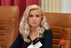 Un singur candidat pentru şefia Aeroportului Oradea: soţia judecătorului Antik, care este şi membră în Consiliul de Administraţie