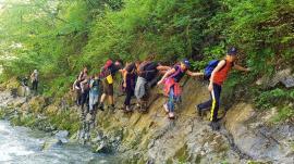 Una cu natura: Zeci de copii au învăţat de la Aqua Crisius ce face un junior ranger și s-au plimbat cu caiacele pe Crișul Negru (FOTO / VIDEO)