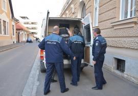 Un orădean a încercat să-şi scoată credit cu act de identitate fals într-o bancă din Croaţia. Urmărit internaţional, a fost arestat acasă
