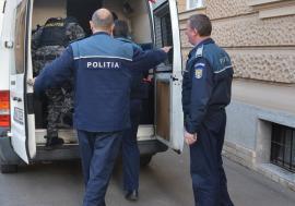 Jaf în trenul Oradea - Săcueni! Trei indivizi au tâlhărit un călător de 18 ani