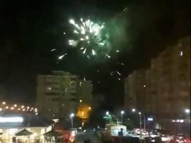 Ne enervează: Artificii 'tunate' în parcul de pe strada Nufărului, chiar între blocuri (VIDEO)