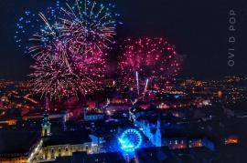 La mulţi ani, 2020! Surprize în Piaţa Unirii din Oradea: noul an a fost întâmpinat cu un show de lasere, iar abia apoi cu artificii (FOTO / VIDEO)
