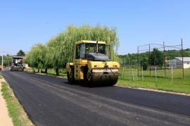 Liberalii acuză: Consiliul Judeţean pune covor asfaltic peste cel aşternut anul trecut, dar nu astupă gropile din drumurile judeţene în comunele cu primari PNL (FOTO-VIDEO)