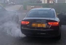 Trei români au încercat să păcălească un englez pentru a-i cumpăra mașina mai ieftin. Ce i-au făcut unui Audi A5