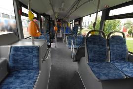 Autobuz vandalizat şi şofer agresat