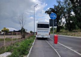 Tupeu de MAI! Un autocar al Poliţiei de Frontieră a blocat atât pietonii cât şi bicicliştii în zona bazei Dinamo din Oradea
