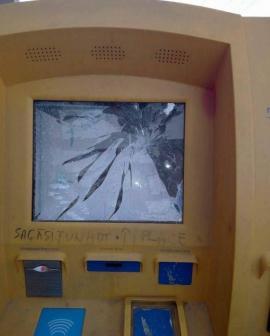 Vandalii nu se opresc. Un automat de bilete al OTL a fost spart, iar prejudiciul se ridică la 1.000 euro