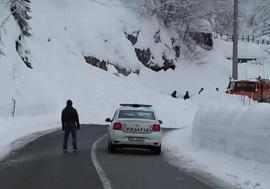 Avalanşă la Băiţa: DN 75 a fost blocat de zăpadă