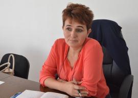 De meserie 'doamnă': Război cu cuvinte grele, pe Facebook, între primăriţa din Brusturi şi consilieri