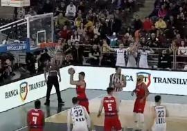 Mieluşei la Cluj. 'Leii roşii' au pierdut în primul joc al anului la 15 puncte diferenţă