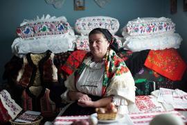 Bored Panda despre 'Bihor vs. Dior': Casa de modă copiază hainele românilor, iar aceştia ripostează 'într-un mod genial' (VIDEO)