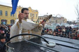 Botezul Domnului. Sute de credincioşi orădeni au participat la sfinţirea apelor în bisericile din centrul oraşului (FOTO/VIDEO)