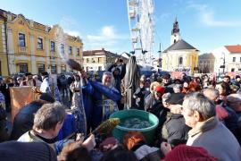 Gerul Bobotezei: Mai puţini credincioşi decât în anii trecuţi la slujbele de sfinţire a apelor de la Biserica cu Lună şi Catedrala greco-catolică Sfântul Nicolae (FOTO / VIDEO)