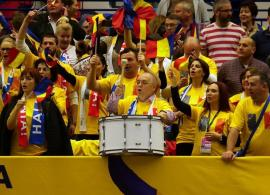 Emil Boc e şef de galerie la meciurile de tenis ale României. Primarul Clujului a bătut toba la Ostrava (FOTO)