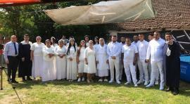 Botez electoral: Vicepreşedintele CJ Traian Bodea participă la botezuri colective în pandemie (FOTO)