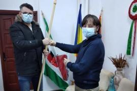 Împăcare de musai: De ce și-a cerut scuze tânărul care a rupt steagul Ungariei de pe sediul UDMR Bihor