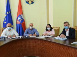 Ţiplea, Blage şi Bolojan anunţă: În Bihor, elevii se întorc, din 14 septembrie, în clase. Vor primi gratuit măşti textile (VIDEO)