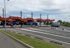 Doi bărbaţi din Bacău, opriţi la Borş: Unul a incercat să se furişeze în Ungaria, mergând pe jos, iar altul le-a prezentat poliţiştilor un permis fals