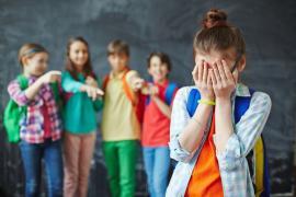 În sfârşit, bullying-ul e interzis prin lege în şcolile din România! Profesorii vor fi învăţaţi cum să îl combată