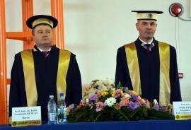 Cearta pe bani: Senatul Universităţii din Oradea a tăiat din salariile şefilor instituţiei, dar conducerea executivă le-a reîntregit rapid