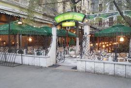 Jaf la Butoiul de Aur: Cinci adolescenţi au furat băuturi, ţigări, tablete şi toţi banii din casetele de valori ale restaurantului