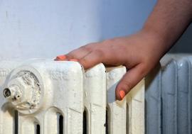 """A """"pornit"""" încălzirea. Sute de orădeni au reclamat la Termoficare frigul din apartamente"""