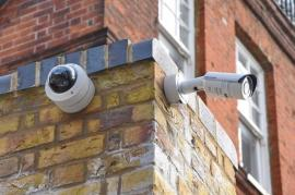 Jos Big Brother! Regulamentul privind datele personale îi pune pe vecini cap în cap în privinţa camerelor de supraveghere
