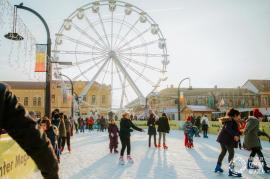 Visit Oradea: Copiii din clasele primare şi din centrele de plasament pot încerca gratuit, pe 6 ianuarie, roata-carusel